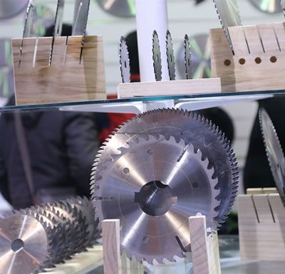 Multi-blade Saw With Rakers